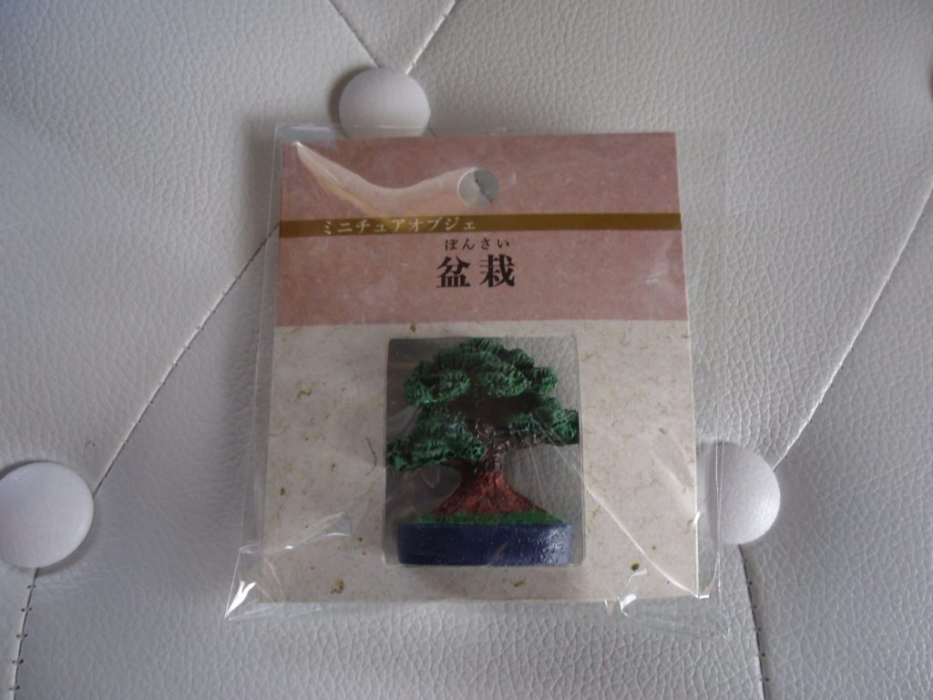 セリアのミニオブジェ「盆栽」