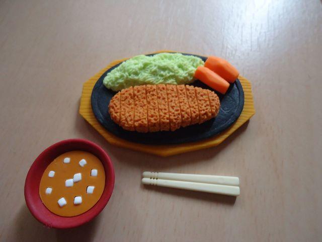 セリア おもしろ消しゴム(とんかつ定食) (1)