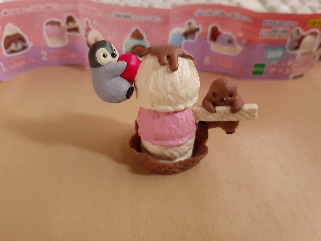 ペンギンとアイスクリーム
